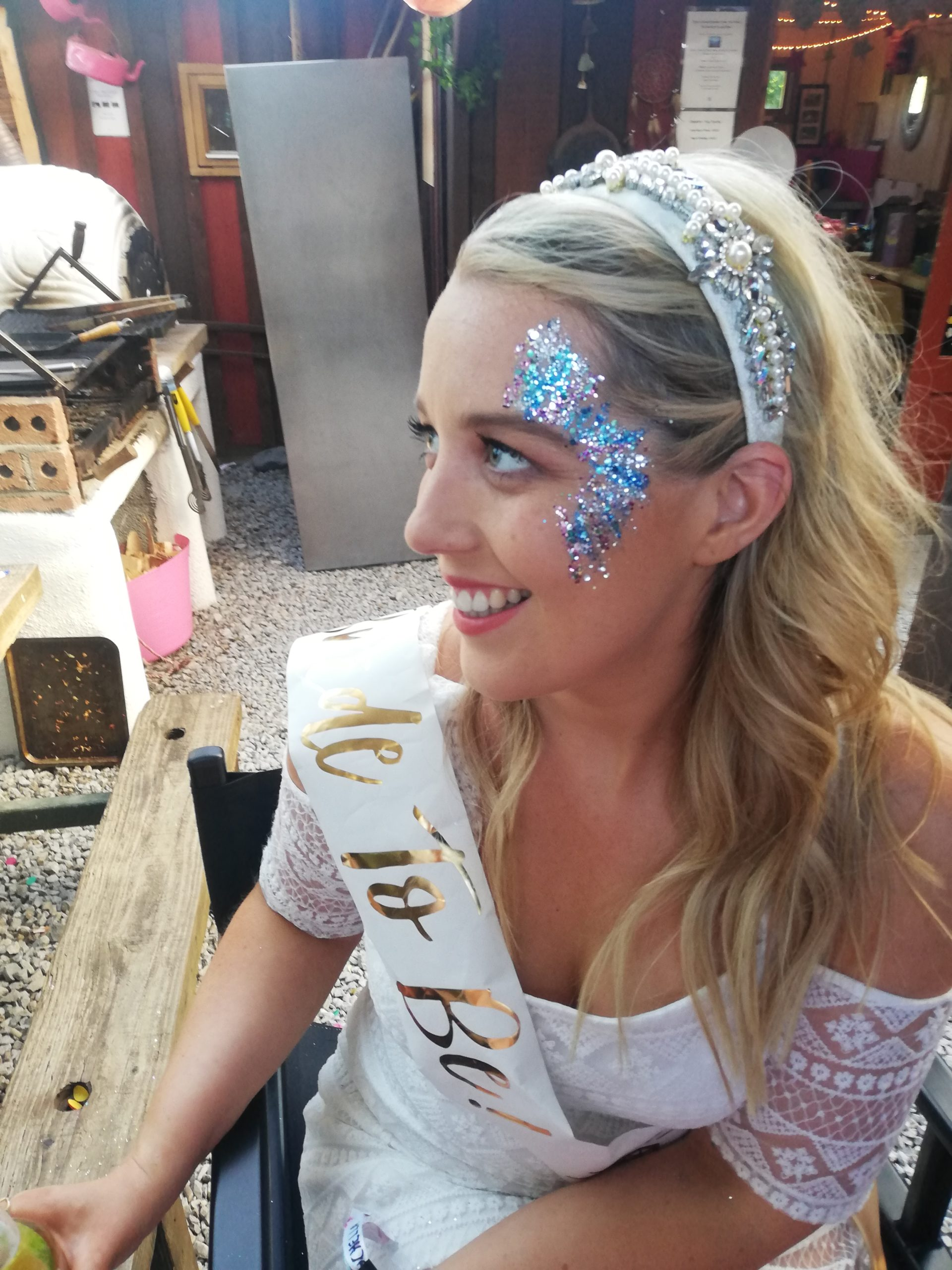 What better craic for your hen party than glitz glam and glitter for your weekend with the gals before your big day? For festival fun themed weekends, you can count on us to bring you some gorge guilt free glitter –Glamping style!
